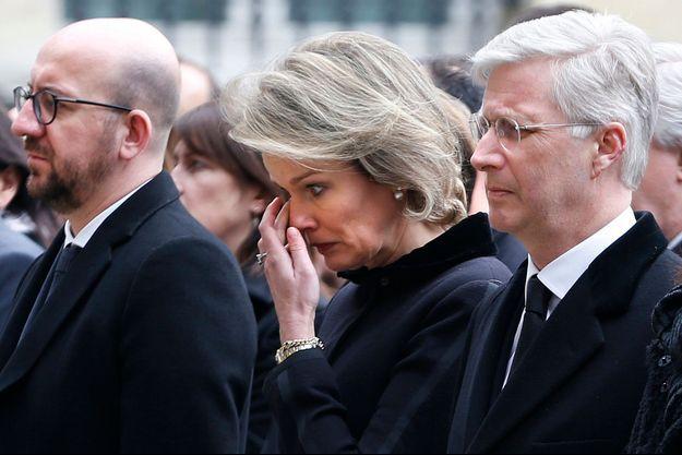La reine Mathilde et le roi Philippe de Belgique rendent hommage aux victimes des attentats à Bruxelles, le 24 mars 2016