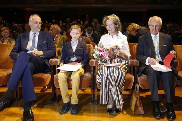 La reine des Belges Mathilde et son fils le prince Emmanuel de Belgique à Ixelles, le 1er mai 2018