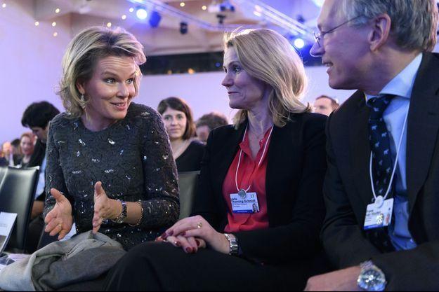 La reine Mathilde de Belgique à Davos avec Helle Thorning-Schmidt, le 16 janvier 2017