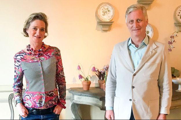 Le roi des Belges Philippe et sa demi-sœur la princesse Delphine, née Delphine Boël, au château de Laeken, le 9 octobre 2020