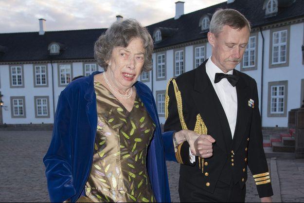 La princesse Elisabeth de Danemark se rend au dîner des 75 ans de sa cousine la reine Margrethe II, le 16 avril 2015