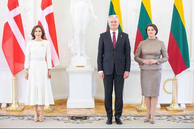 La princesse Mary de Danemark avec le président lituanien Gitanas Nauseda et sa femme Diana à Vilnius, le 30 septembre 2021