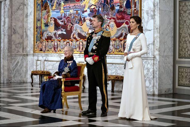 La reine Margrethe II de Danemark avec le prince héritier Frederik et la princesse Mary, lors d'une cérémonie de vœux, le 2 janvier 2020