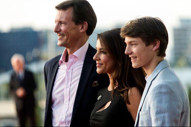 Le prince Felix de Danemark avec son père le prince Joachim et sa belle-mère la princesse Marie, le 27 mai 2018