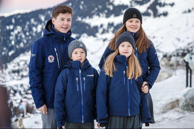 Les quatre enfants de la princesse Mary et du prince Frederik de Danemark à Verbier en Suisse, le 6 janvier 2020