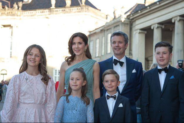 La princesse Mary et le prince Frederik de Danemark avec leurs quatre enfants, le 7 juin 2019