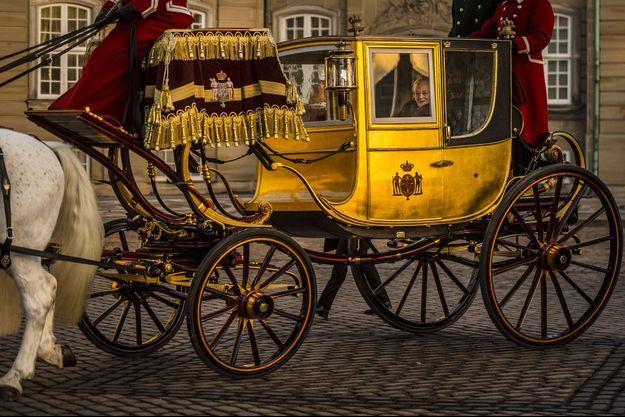 La reine Margrethe II de Danemark dans le carrosse du roi Christian VIII à Copenhague, le 4 janvier 2017