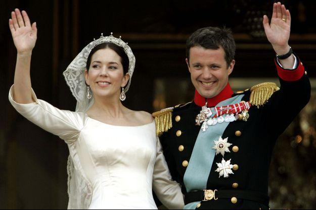 La princesse Mary et le prince Frederik de Danemark le 14 mai 2004, jour de leur mariage à Copenhague
