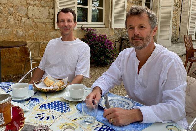 Les princes Joachim et Frederik de Danemark au château de Cayx en France, début août 2020