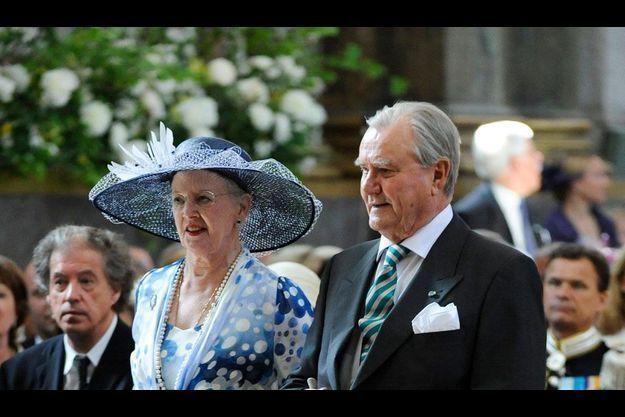 Le prince Henrik avec la reine Margrethe II au baptême de la princesse Estelle de Suède.
