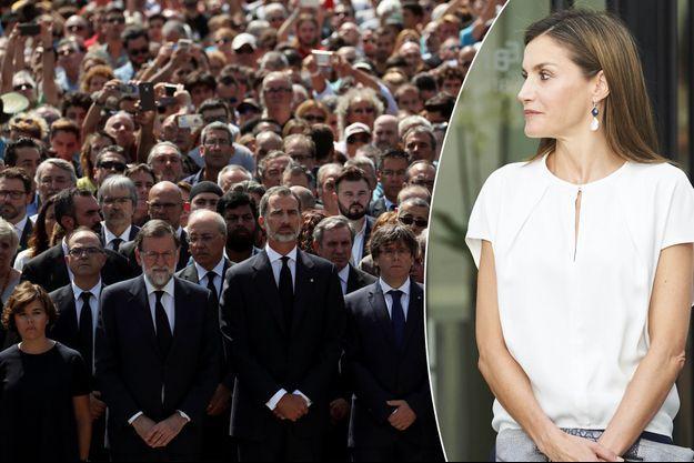 Le roi Felipe VI d'Espagne lors de la minute de silence pour les victimes de l'attentat de Barcelone le 18 août 2017. A droite, la reine Letizia d'Espagne le 27 juillet 2017