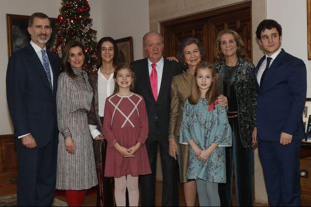 La photo de famille diffusée par la Cour d'Espagne pour les 80 ans de l'ex-roi Juan Carlos, le 5 janvier 2018