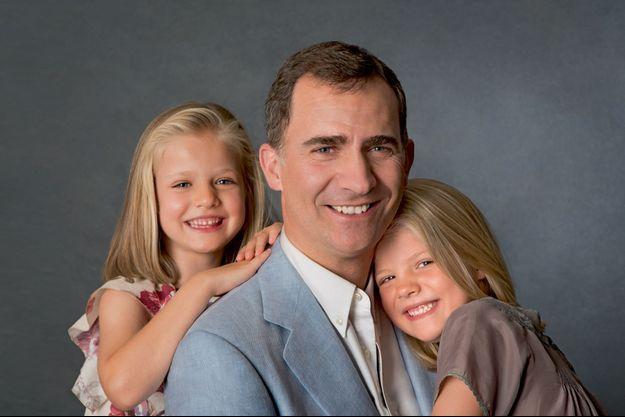 En 2012, à Madrid. Pour Leonor (à g.) et sa petite sœur Sofia, il est depuis longtemps déjà le roi des papas.