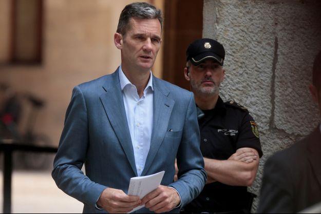 Inaki Urdangarin quitte le tribunal de Palma de Majorque avec sa sentence, le 13 juin 2018
