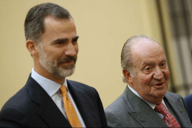 L'ex-roi Juan Carlos avec son fils le roi Felipe VI à Madrid, le 31 mai 2017
