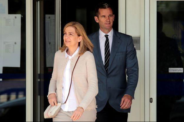 L'infante Cristina, soeur du roi d'Espagne, et son époux Inaki Urdangarin quitte le tribunal de Palma de Majorque, le 10 juin 2016.