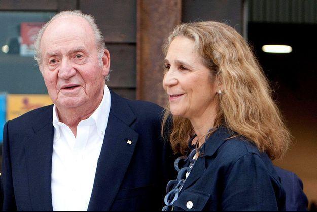 L'ancien roi Juan Carlos d'Espagne et sa fille aînée, la princesse Elena, le 12 juillet 2019