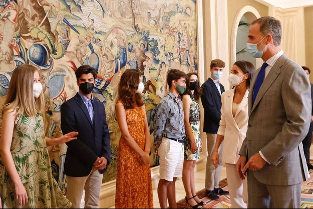 La princesse Leonor avec la reine Letizia et le roi Felipe VI d'Espagne à Madrid, le 13 juillet 2021