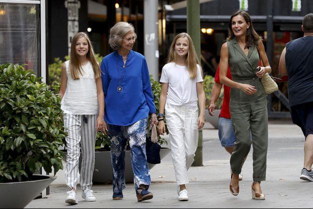 La reine Letizia d'Espagne, l'ex-reine Sofia et les princesses Leonor et Sofia à Palma de Majorque, le 1er août 2019