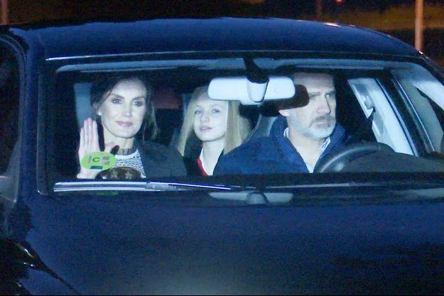 La reine Letizia et le roi Felipe VI d'Espagne avec leur fille aînée la princesse des Asturies Leonor, à Madrid le 6 janvier 2020