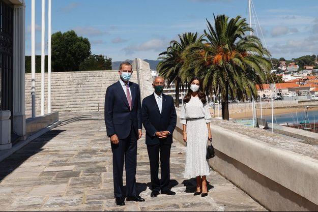 La reine Letizia et le roi Felipe VI d'Espagne avec le président portugais Marcelo Rebelo de Sousa à Cascais, le 27 septembre 2021
