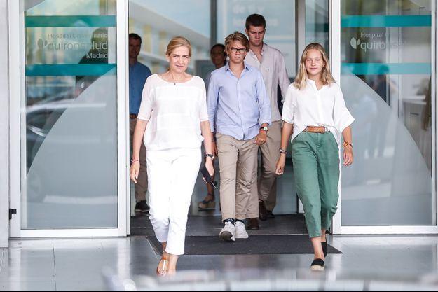 L'infante Cristina d'Espagne avec trois de ses quatre enfants à Madrid, le 26 août 2019