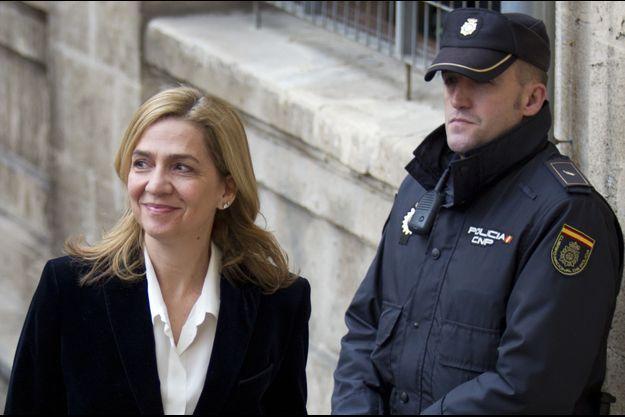 L'infante Cristina d'Espagne arrive au palais de justice de Palma de Majorque le 8 février 2014.