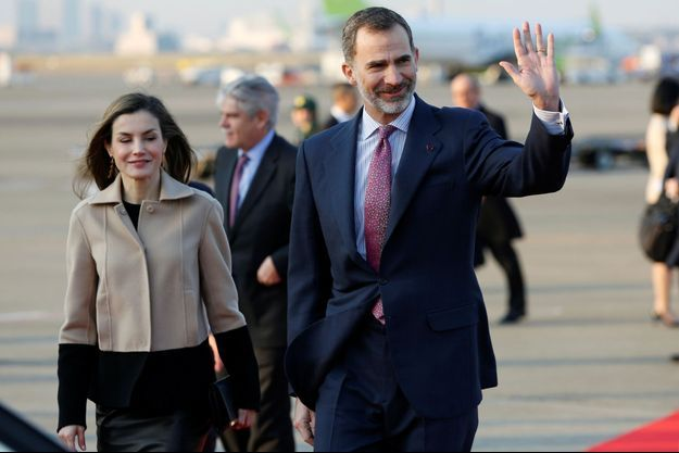 La reine Letizia et le roi Felipe VI d'Espagne à leur arrivée à Tokyo, le 3 avril 2017