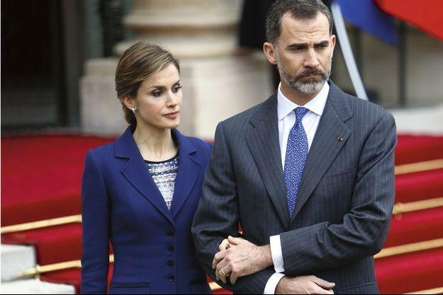 Felipe VI et Letizia, mardi 24 mars, à 13h45, dans la cour de l'Elysée.