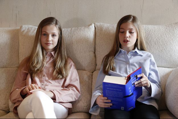 Les princesses Leonor et Sofia d'Espagne à Madrid, le 23 avril 2020