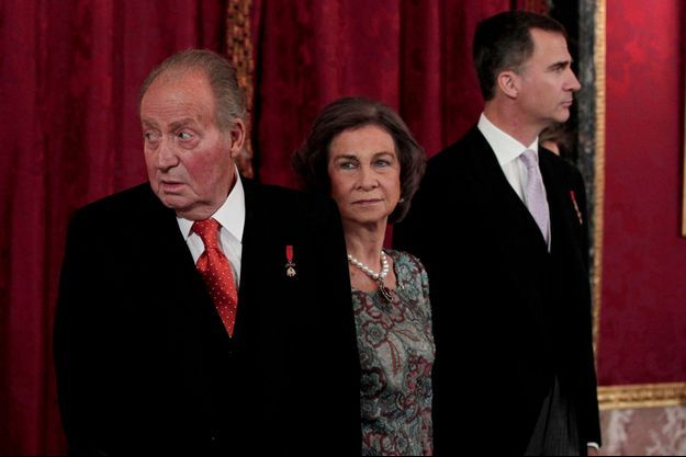 Juan Carlos, la reine Sofia et le prince Felipe, à l'occasion du discours du roi devant les corps diplomatiques, le 5 février 2014.