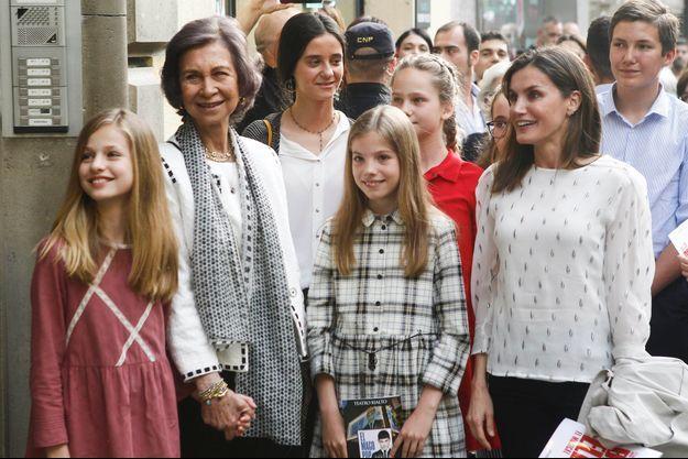 L'ex-reine Sofia et la reine Letizia d'Espagne avec les princesses Leonor et Sofia, Victoria Federica de Marichalar et Irene Urdangarin, à Madrid le 19 mai 2018