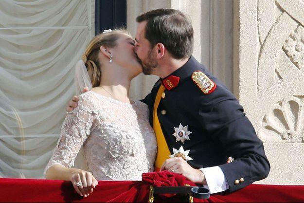 Le grand-duc héritier Guillaume de Luxembourg et la comtesse Stéphanie de Lannoy, le 20 octobre 2010, jour de leur mariage religieux à Luxembourg