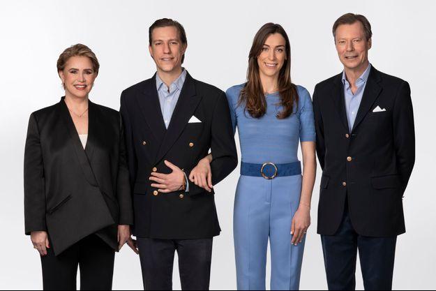 La grande-duchesse Maria Teresa et le grand-duc Henri de Luxembourg avec le prince Louis et sa fiancée Scarlett-Lauren Sirgue. Photo diffusée le 6 avril 2021 pour l'annonce de leurs fiançailles
