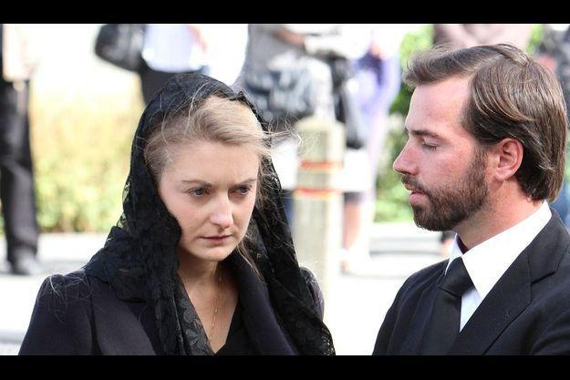 Stéphanie de Lannoy, à l'enterrement de sa mère Alix, fin août. La comtesse est accompagnée de son fiancé Guillaume du Luxembourg.
