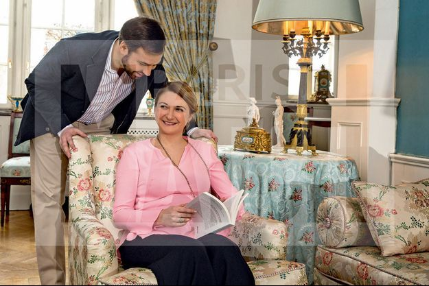 Stéphanie du Luxembourg et le prince Guillaume, dans un des salons du château de Colmar-Berg, à une trentaine de kilomètres de Luxembourg, la capitale.