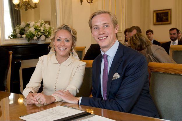 La princesse Marie-Gabrielle de Nassau, nièce du grand-duc Henri de Luxembourg, et Antonius Willms le jour de leur mariage civil à Luxembourg, le 15 mai 2017