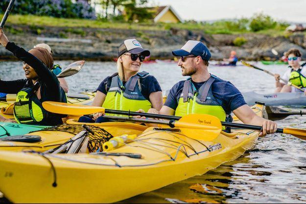 La princesse Mette-Marit et le prince Haakon de Norvège sur le fjord d'Oslo, le 2 juin 2021