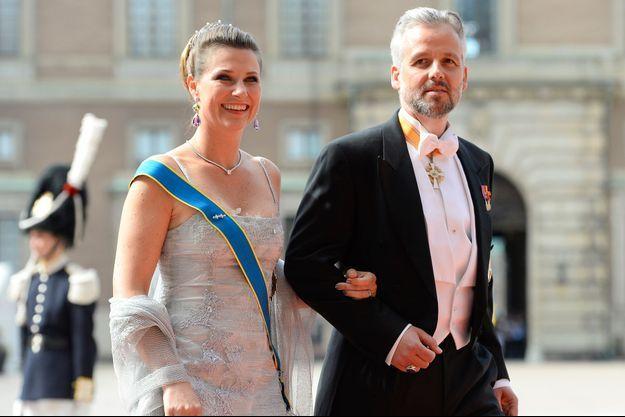 Ari Bhen avec sa femme la princesse Märtha Louise de Norvège au mariage du prince Carl Philip de Suède et de Sofia Hellqvist à Stockholm, le 13 juin 2015