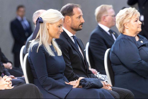 La princesse Mette-Marit et le prince Haakon de Norvège, à Oslo le 22 juillet 2021, lors de la commémoration des 10 ans des deux attaques de Anders Behring Breivik