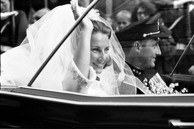 Sonja Haraldsen et le prince Harald de Norvège le jour de leur mariage, 29 août 1968