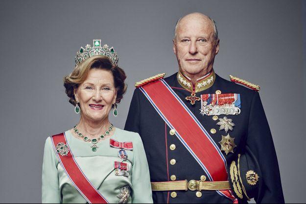 Le roi Harald V de Norvège et son épouse la reine Sonja