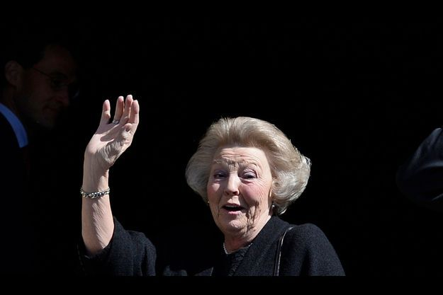 La reine Beatrix à son arrivée au palais.