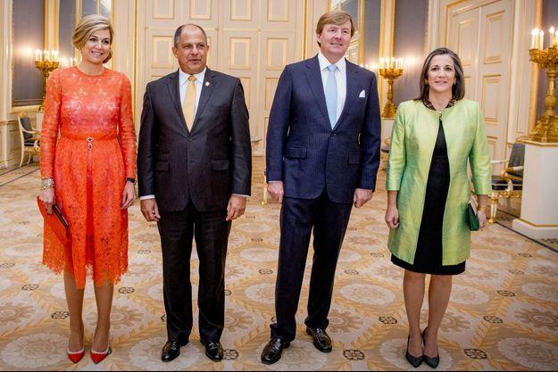 La reine Maxima et le roi Willem-Alexander des Pays-Bas avec le couple présidentiel du Costa-Rica à La Haye, le 11 mai 2017