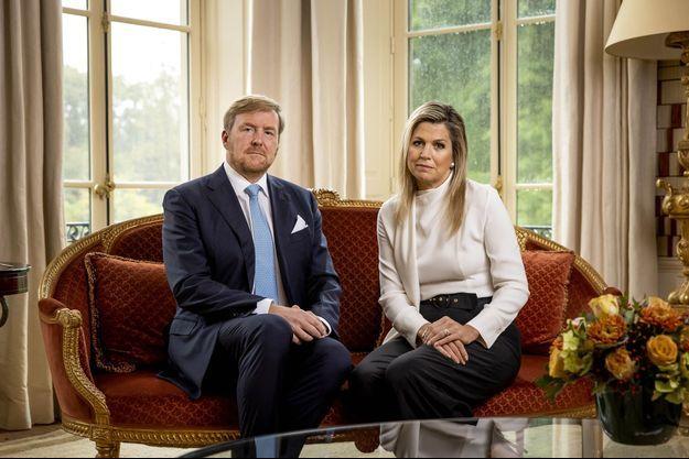 Le roi Willem-Alexander et la reine Maxima des Pays-Bas au palais Huis ten Bosch à La Haye, le 21 octobre 2020