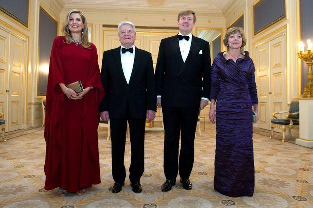 La reine Maxima et le roi Willem-Alexander des Pays-Bas avec le couple présidentiel allemand à Amsterdam, le 6 fevrier 2017