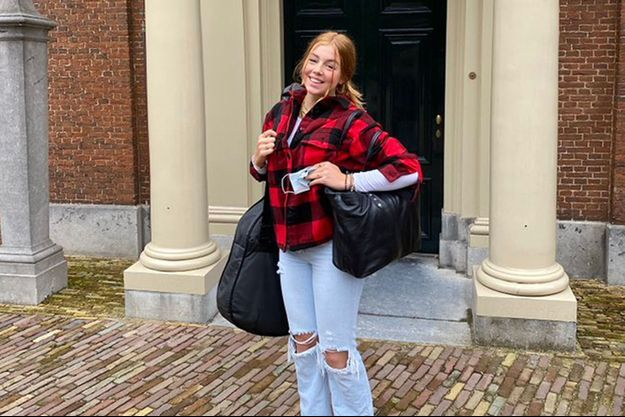 La princesse Alexia des Pays-Bas devant le palais Huis ten Bosch à La Haye. Photo diffusée le 30 août 2021