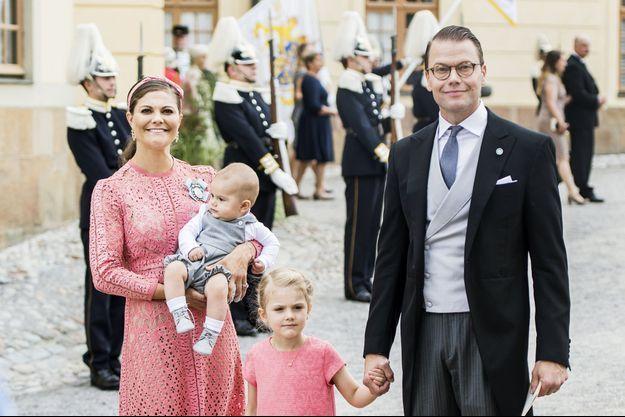 La princesse Victoria de Suède avec le prince Daniel et leurs enfants la princesse Estelle et le prince Oscar à Stockholm, le 9 septembre 2016