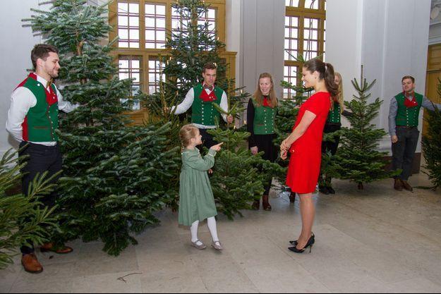Les princesses Estelle et Victoria de Suède au Palais royal à Stockholm, le 14 décembre 2016