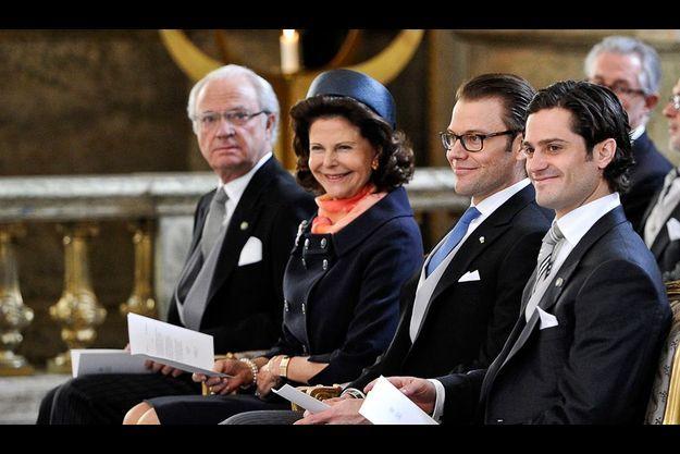 Le roi Carl XVI Gustaf, la reine Silvia, Prince Daniel et Prince Carl Philip assistent à une messe donnée à la chapelle royale de Stockholm.